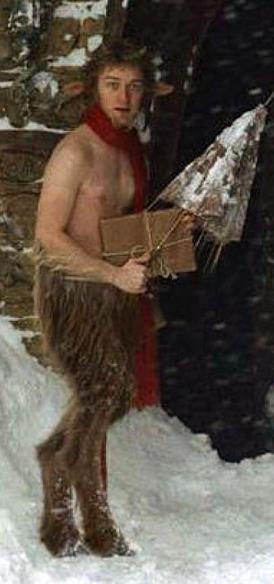 M. Tumnus le faune de Narnia aux jambes de bouc et un haut du corps humain.